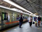 penumpang-kereta-api-di-wilayah-pt-kai-daop-8-surabaya.jpg