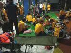 penumpang-selamat-dievakuasi-di-pelabuhan-ketapang-banyuwangi.jpg