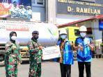 penyerahan-donasi-oksigen-dari-pt-pln-untuk-rspal-dr-ramelan-surabaya.jpg
