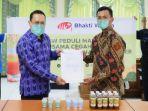 penyerahan-hand-sanitizer-dan-jamu-herbal-iik-bw.jpg
