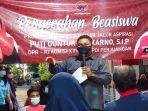 penyerahan-program-indonesia-pintar-di-surabaya.jpg