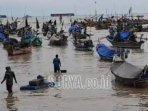 perahu-nelayan-bersandar-di-sisi-timur-terminal-baru-tuban.jpg