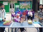 perempuan-difabel-di-kota-kediri-mendapatkan-pelatihan-berkebun-hidroponik.jpg