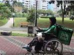 perjuangan-grabfood-wanita-antar-makanan-pakai-kursi-roda.jpg
