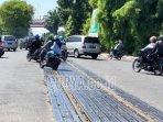 perlintasan-rel-kereta-api-di-putaran-taman-mayangkara-surabaya.jpg