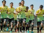 persebaya-surabaya-u-18-menjalani-latihan-menyambut-kompetisi-elite-pro-academy-epa-2021.jpg