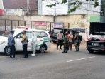 persiapan-evakuasi-pasien-isoman-ke-tempat-isoter-safe-house-jalan-kawi.jpg