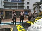petugas-kepolisian-dari-polresta-malang-kota-saat-beroperasi-di-stasiun-malang.jpg