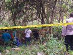 petugas-kepolisian-saat-mengevakuasi-mayat-mr-x-di-kawasan-hutan-tuban.jpg