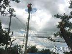 petugas-pln-memperbaiki-jaringan-listrik.jpg