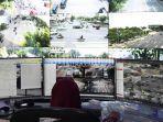 petugas-surabaya-intelligent-transportation-system-sits-di-terminal-bratang.jpg