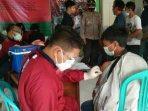 petugas-vaksinator-di-gerai-presisi-bhakti-bhayangkara-untuk-negeri.jpg