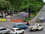 physical-distancing-jalan-raya-darmo-surabaya-rabu-142020.jpg