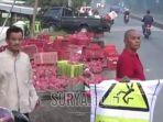 pikap-pecah-ban-di-jalan-raya-sumurwaru-kecamatan-nguling-kabupaten-pasuruan.jpg