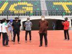 plt-wali-kota-surabaya-whisnu-sakti-buana-saat-meninjau-stadion-gelora-bung-tomo-gbt.jpg