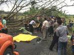 pohon-tumbang-tewaskan-siswa-smp_20170727_201312.jpg
