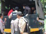 polisi-bubarkan-aksi-mahasiswa-di-dprd-sidoarjo.jpg