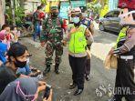 polisi-disebar-di-kampung-kampung-saat-ppkm-mikro-di-surabaya.jpg