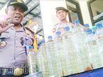 polisi-magetan-menyita-ratusan-liter-miras-yang-akan-dipakai-pesta-malam-tahun-baru_20171231_202059.jpg