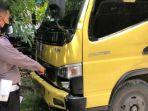 polisi-menunjukkan-truk-boks-yang-menabrak-pengendara-motor.jpg