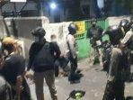 polisi-saat-mengamankan-belasan-pemuda-asyik-pesta-miras-yang-disinyalir-hendak-tawuran.jpg