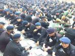 prajurit-tni-buka-puasa-bareng-brimob-komunitas-disabilitas-di-lokasi-aksi-22-mei.jpg
