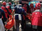 proses-evakuasi-jenazah-di-lapangan-sampo-kelurahan-kasin-kecamatan-klojen-kota-malang.jpg
