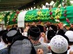 proses-pemakaman-jenazah-pimpinan-pondok-modern-darussalam-gontor-ponorogo.jpg