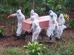proses-pemakaman-pasien-pdp-yang-meninggal.jpg