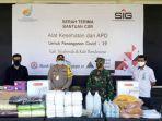 pt-semen-indonesia-persero-tbk-sig-menyerahkan-bantuan-alat-kesehatan.jpg