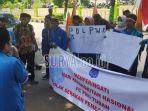 puluhan-aktivis-pmii-tuban-berorasi-di-depan-kantor-kpu-tuban.jpg