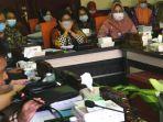 rapat-komisi-a-dprd-surbaya-bahas-rapbd-2021.jpg