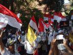 ratusan-massa-aksi-ratu-adil-2019-geruduk-kantor-bawaslu-jatim.jpg