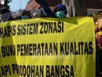 ratusan-orang-tua-wali-murid-melakukan-protes-sistem-ppdb-zonasi.jpg