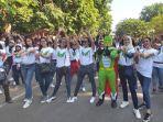 ratusan-pemuda-sidoarjo-saat-menggelar-flashmob-di-gor-sidoarjo.jpg