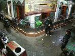 rekaman-cctv-pencurian-kotak-amal-masjid-di-jalan-kaliasin-pompa-surabaya.jpg