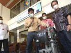 rektor-its-mochamad-ashari-batik-gelap-dalam-soft-launching-oxygen-concentrator-its-oxits.jpg