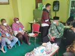 relawan-dan-baznas-gotong-royong-menanggulangi-pandemi-covid-19-di-bangkalan.jpg