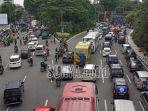 ribuan-buruh-berkumpul-mengakibatkan-kemacetan.jpg