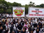 ribuan-guru-tidak-tetap-gtt-menggelar-demonstrasi-di-depan-kantor-pemkab-jember.jpg