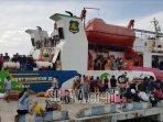 ribuan-penumpang-membludak-di-pelabuhan-kalianget.jpg
