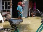 rumah-warga-yang-kebanjiran-akibat-luapan-air-anak-sungai-bengawanjero.jpg
