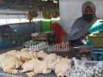 rustiah-pedagang-ayam-broiler-di-pasar-gurah-kabupaten-kediri.jpg
