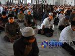 salat-jumat-masjid-al-akbar-surabaya-2.jpg
