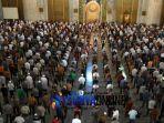 salat-jumat-masjid-al-akbar-surabaya-3.jpg