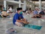 salat-jumat-perdana-di-masjid-al-akbar-surabaya.jpg