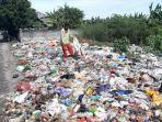 sampah-di-tepi-jalan-nasional-desa-pandanan-duduksampean-gresik.jpg