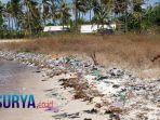 sampah-mengotori-pantai-sapeken-sumenep.jpg