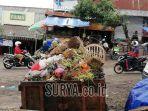 sampah-sayuran-bertumpuk-di-pasar-kota-batu-senin-26112018.jpg