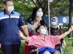 sby-dan-annisa-pohan-menemani-ani-yudhoyono-saat-keluar-ruangan-rumah-sakit.jpg